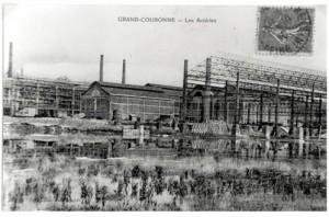 Carte postale des Aciéries de Grand-Couronne. Cette usine construite en 1917 fut transformée une dizaine d'années plus tard en papeterie.